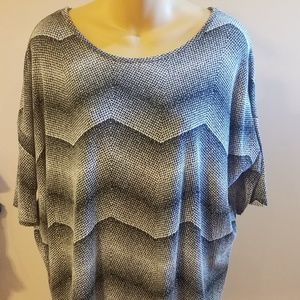 Lularoe short sleeve top zig zag pattern small